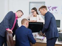 商人在一个新的企业项目群策群力 图库摄影