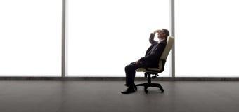 商人在一个空的办公室 免版税库存照片