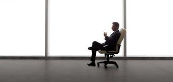 商人在一个空的办公室 免版税库存图片