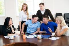 年轻商人在业务会议上 免版税库存照片