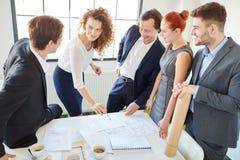 商人在咨询的会议 免版税库存图片