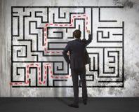商人在墙壁上的图画迷宫 免版税库存图片