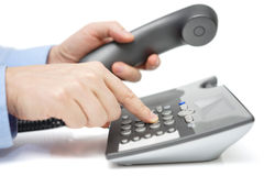商人在手中拨与手机的电话号码 免版税库存图片