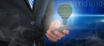 商人在手机的正文消息的中央部位的综合图象 免版税库存图片