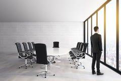 商人在现代候选会议地点 向量例证