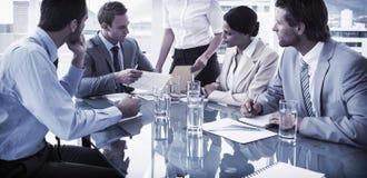 商人在证券交易经纪人行情室会议 免版税库存照片