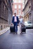 商人夫妇输入的旅馆 免版税库存图片