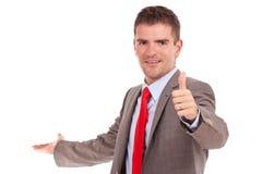 商人存在并且产生赞许 免版税库存图片