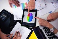 商人小组在一次会议在办公室 免版税图库摄影