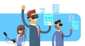 商人小组队穿戴虚拟现实数字式玻璃耳机手套财务图表图 库存照片