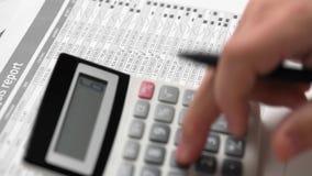 商人工作和计算财务 企业财务会计概念 特写镜头手 股票视频