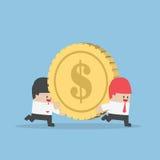 商人帮助他的运载大金钱硬币的朋友 免版税库存图片