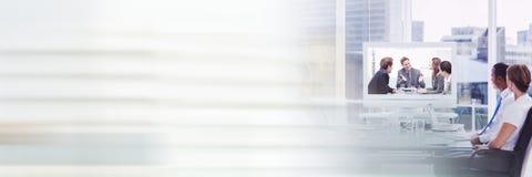 商人开会议在网上与转折作用 免版税库存照片