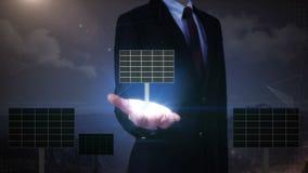 商人开放棕榈,太阳电池板 eco能源查出的空白风车 介绍(包括的阿尔法) 影视素材