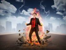 商人得到与火焰的愤怒在他的身体 免版税图库摄影