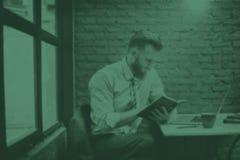 商人想法的计划战略运作的膝上型计算机概念 库存图片