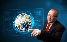 商人感人的高科技3d地球盘区 免版税库存照片