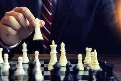 商人戏剧棋用途国王碰撞公开的棋子白色 图库摄影