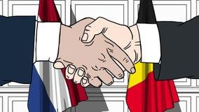 商人或政客握手反对荷兰和比利时的旗子 相关的正式会议或合作 向量例证