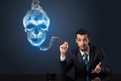 商人抽烟 库存照片