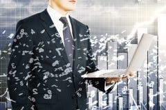 商人拿着有飞行数字的膝上型计算机在企业图b 免版税库存图片