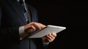商人拿着白色片剂个人计算机在手半侧视图 库存照片
