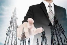 商人指向更加美好有两次曝光电信电子塔的屏幕,企业网络 免版税库存照片