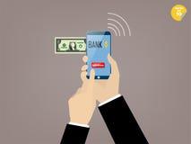 商人接触的手撤出流动银行业务应用按钮  免版税库存照片