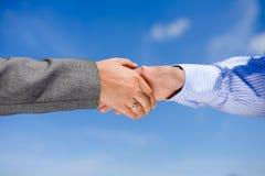 商人握手的特写镜头图片 免版税库存图片