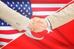 商人握手-美国和土耳其 免版税库存照片