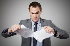 商人撕毁的合同 免版税库存图片