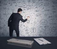 商人文字在墙壁上的战略计划 图库摄影