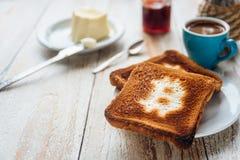 商人早餐用咖啡和多士 免版税库存照片
