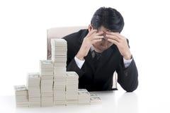 商人是严肃和头疼,当财政崩溃 图库摄影
