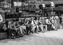 商人有午休在金丝雀码头-伦敦-大英国- 2016年9月19日 免版税图库摄影