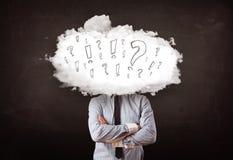商人有问题和惊叹号的云彩头 免版税库存图片