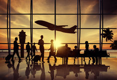 商人机场海滩等待的飞行公司概念 库存图片