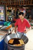 商人油炸物泰国当地点心 库存图片