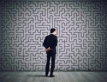商人画迷宫的解答 解决问题的概念 库存照片