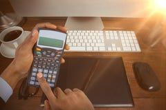 商人的手的综合图象使用计算器的 免版税库存图片