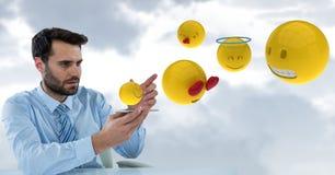 商人的数字式综合图象与来自巧妙的电话的emojis的 图库摄影