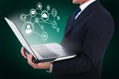 商人的综合图象与手表的使用片剂个人计算机3d 免版税库存图片