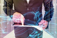 商人的综合图象使用他的片剂个人计算机的 库存图片