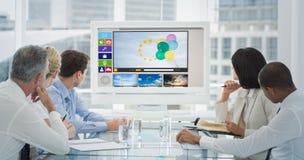 商人的综合图象看空白的whiteboard的在会议室 图库摄影