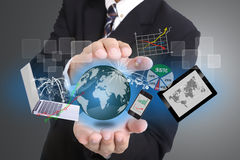 商人盖子技术工具的使用的手 免版税库存照片