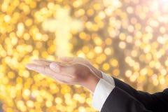 商人祈祷与发怒光 免版税库存照片