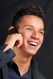 商人移动电话微笑的年轻人 免版税库存照片