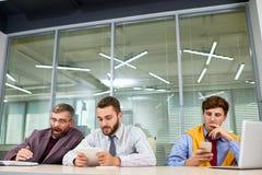 商人等待的会议 免版税库存图片