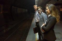 商人等待的地铁运输 免版税库存图片