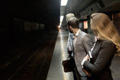 商人等待的地铁运输 库存照片